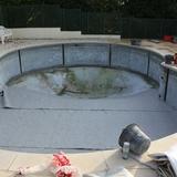 Les deux piscines sont à refaire