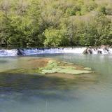 Destination ROCAMADOUR, à seulement 25 minutes du domaine, vous longerez de temps à autre la rivière l'Alzou, sauvage et entourée d'une verdure authentique.