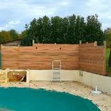 Amélioration des contours de la piscine, création de nouvelles claustras avec éclairages nocturnes.