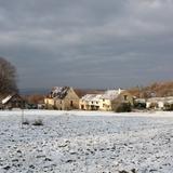 Les premières neiges dans la campagne paisible.