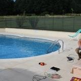 Aménagement en bois de douglas du tour de piscine du grand gite.