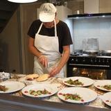 Le chef Cyrille en cuisine...