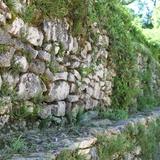 Dans la région, partout la pierre est là, comme témoignage du passé
