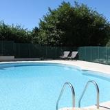 La piscine commune aux 2 autres gites.