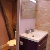 Salle de douche et coin WC séparé