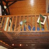 Du salon, vue sur la mezzanine où se trouve l'autre coin salon.