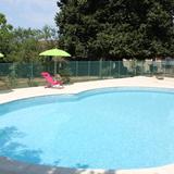 La piscine commune aux deux autres gites et sécurisée