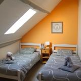 La chambre deux lits simples du gite.