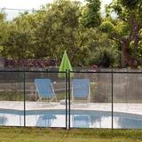 La piscine sécurisée commune aux deux autres gites.