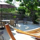 La grande terrasse privée du gite.